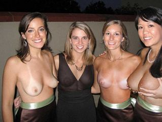 daring women nude