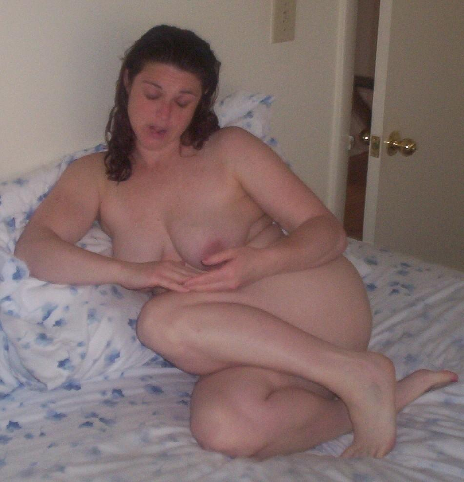 shy-girl-poses-naked