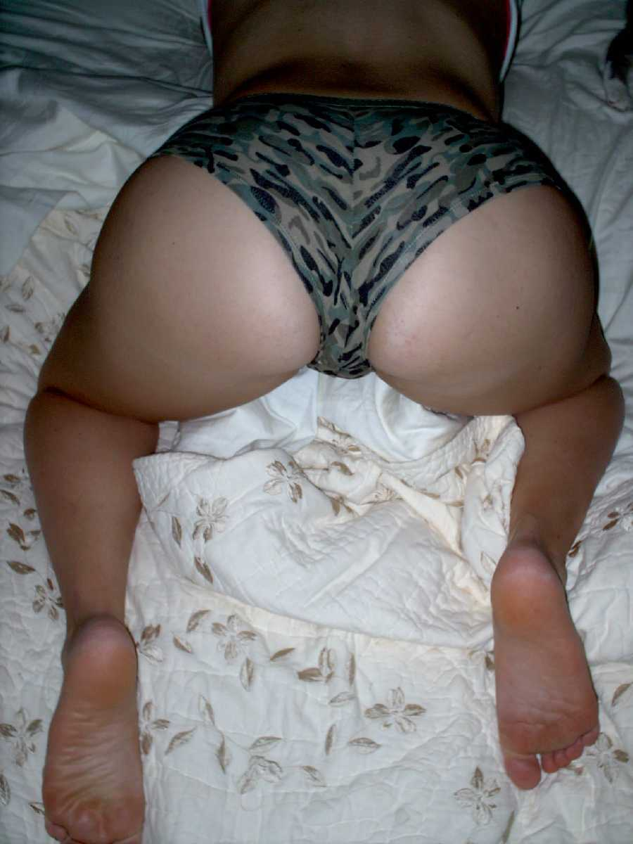 Wife on All Fours