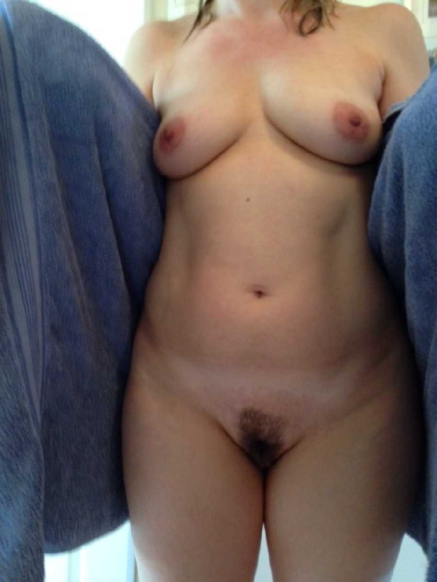 She Loves to Show her Pussy