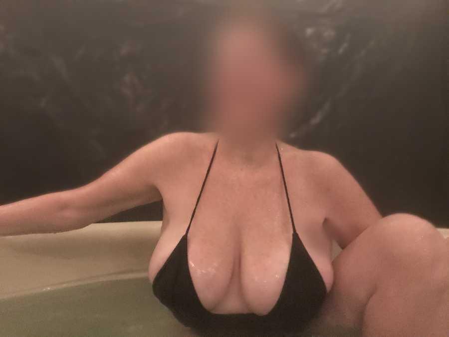 Hot Tub Pics, Neighbors can See