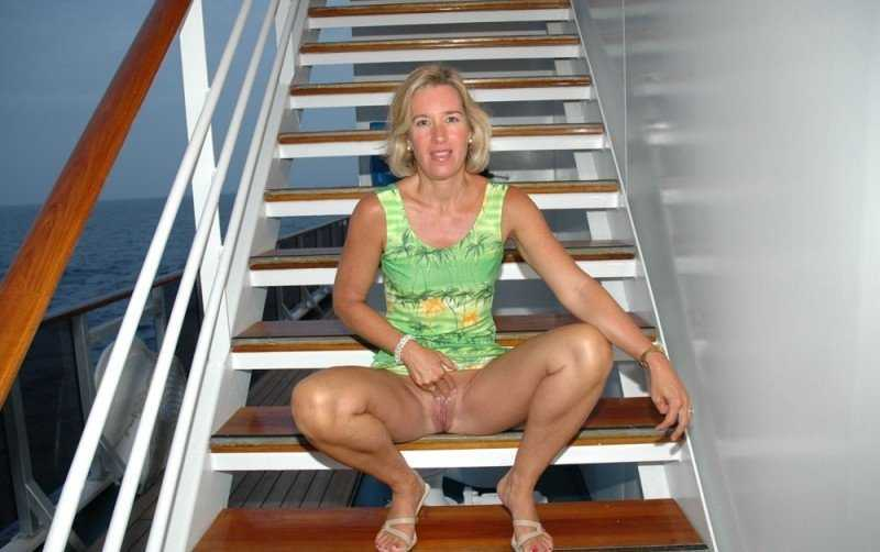 Mature tits on cruise