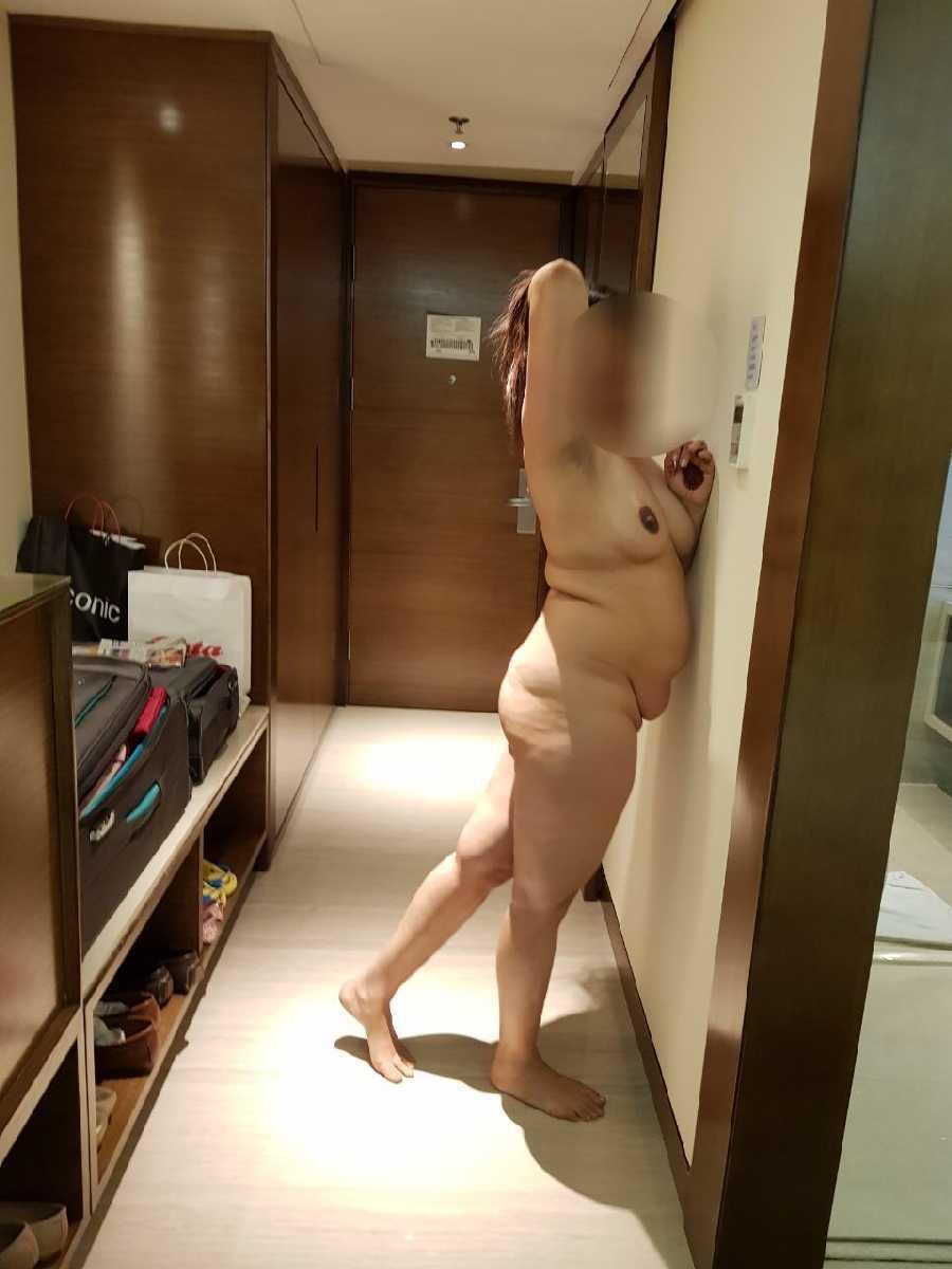 Posting Nude Pics is Addictive
