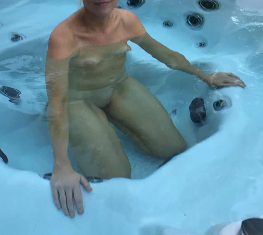Sexy Hot Tub Pics