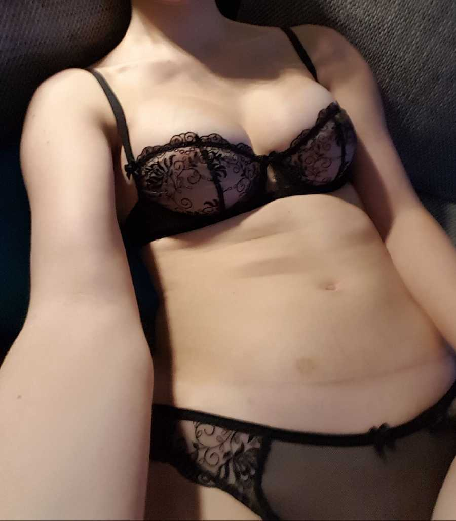 Looking for Men & Couples