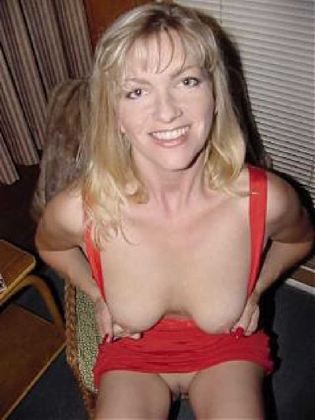 Amateur milfs photos