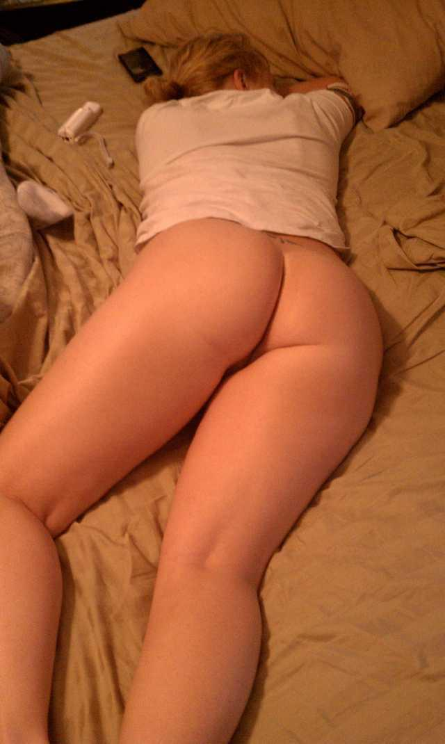 Naked wife butt