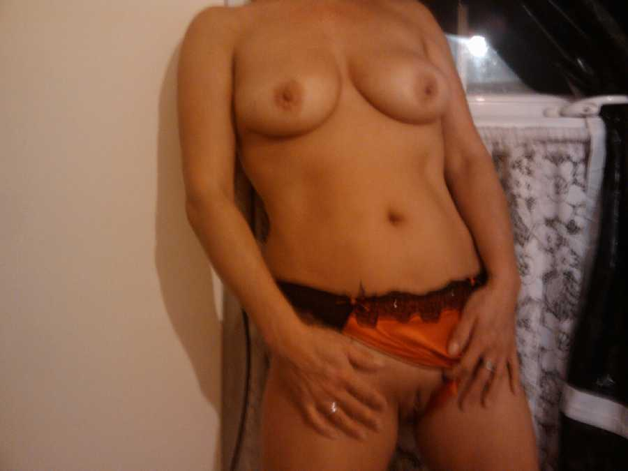 Hot UK Wife