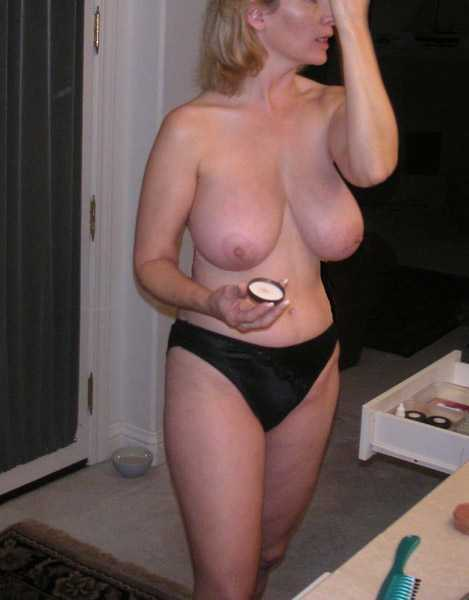 Naked Mature Wife Nude
