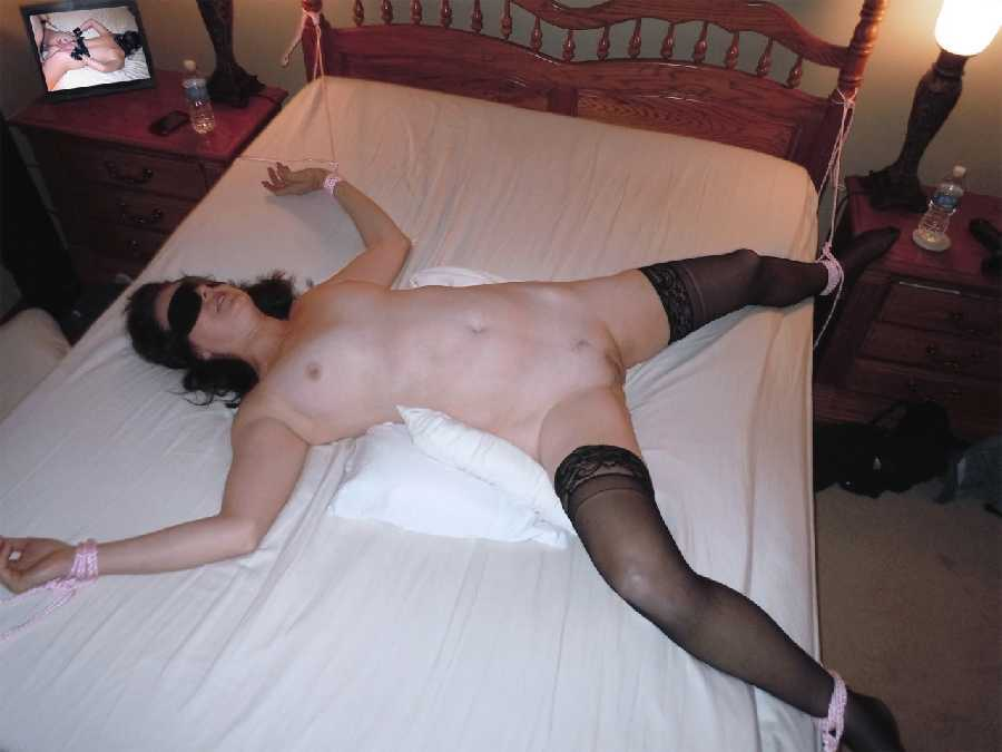 Mature wife nude in hotel bedroom
