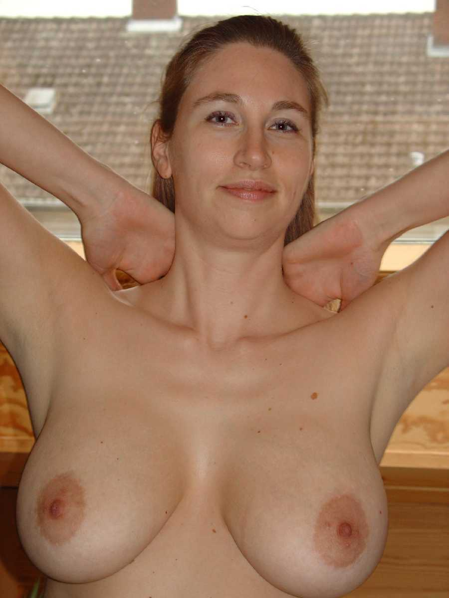 Big mature natural tits solo
