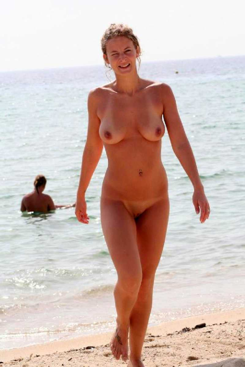 Milf Naked Girls On The Beach