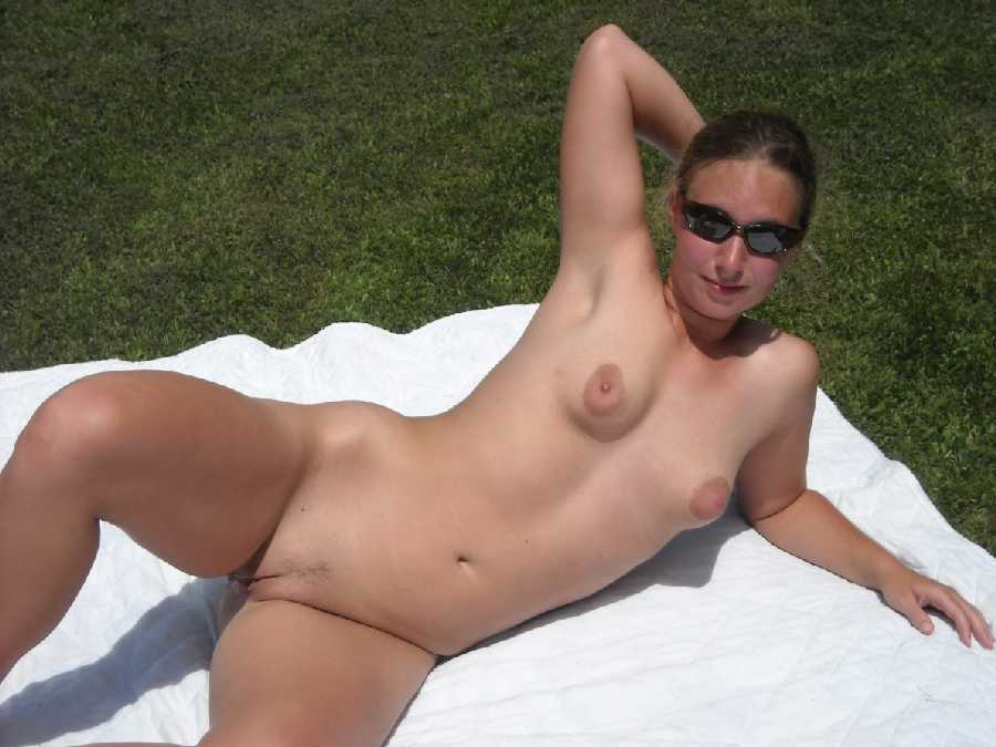 Wife sunbathing in the nude — img 5