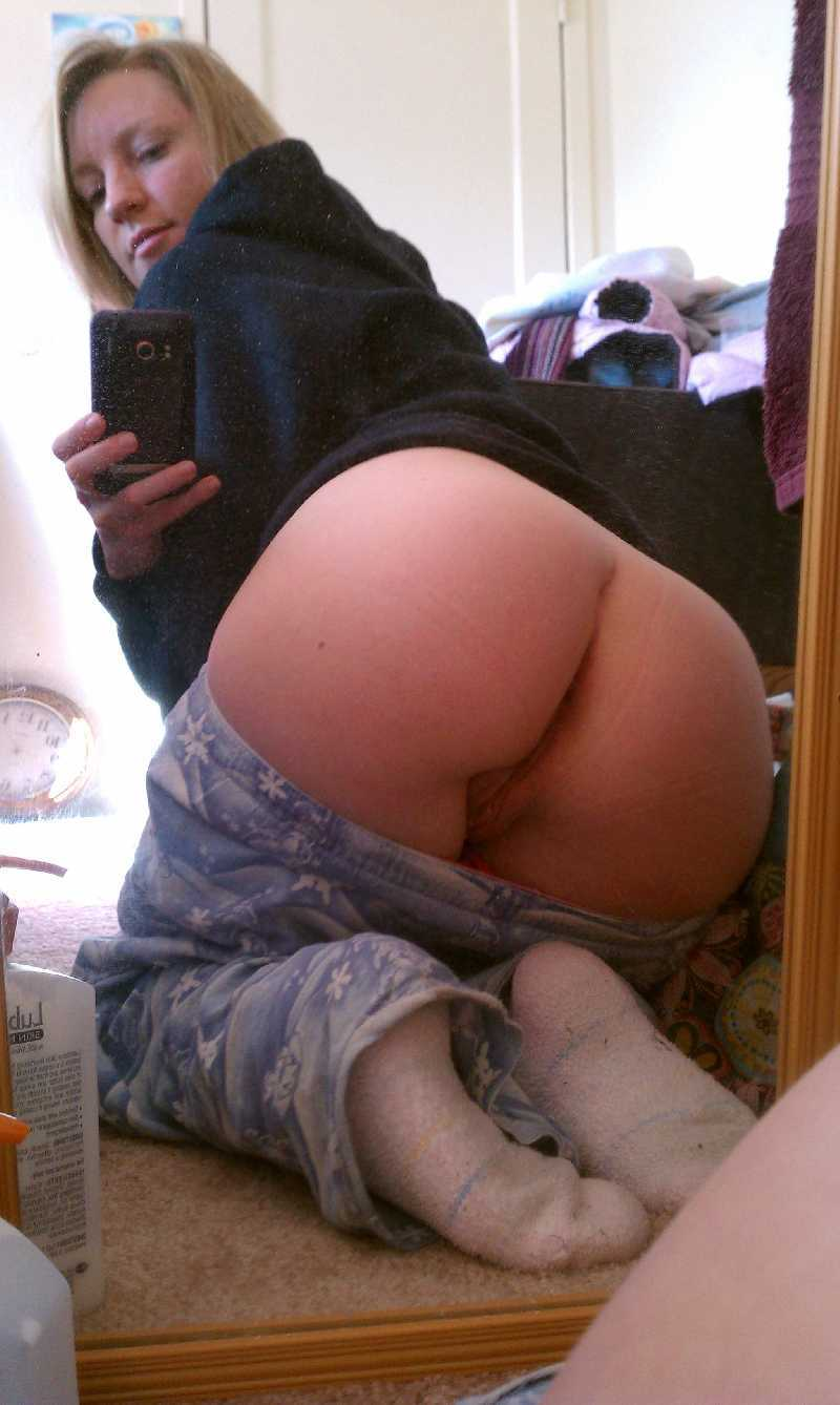 Nude big booty teen self pic 10