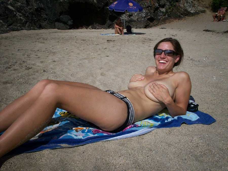 Beach women full nude foto 37