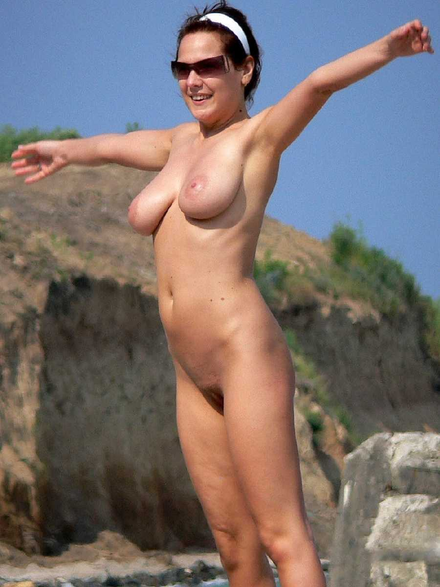 public beach photos - real girls naked