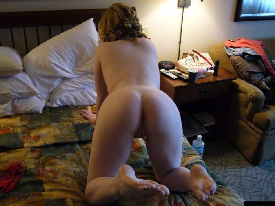 Naked girls showing their ass