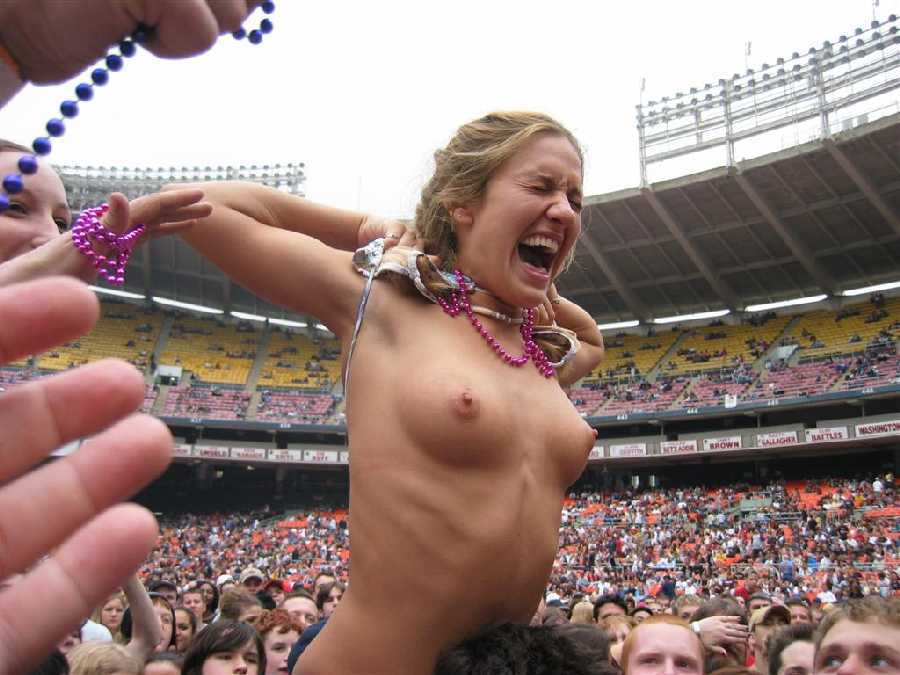 Concert nude girls Rock
