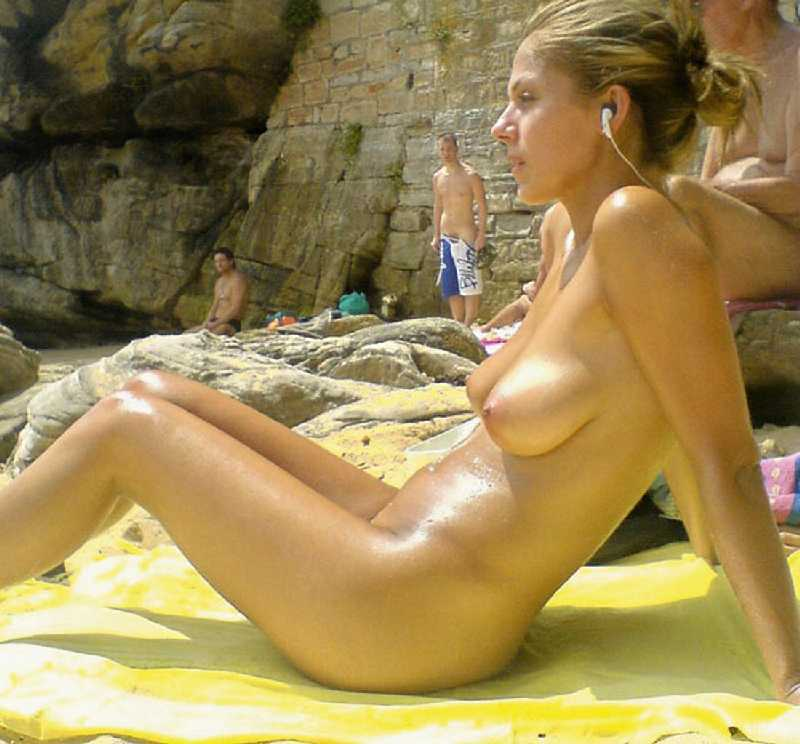 naked-arab-beach-girl-nudity-video