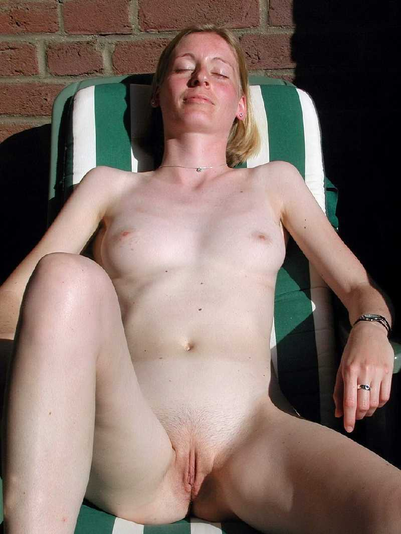Public Legs in open nude