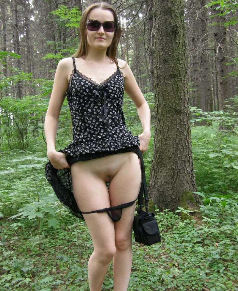 эротика фото женщины в с задранными платьями