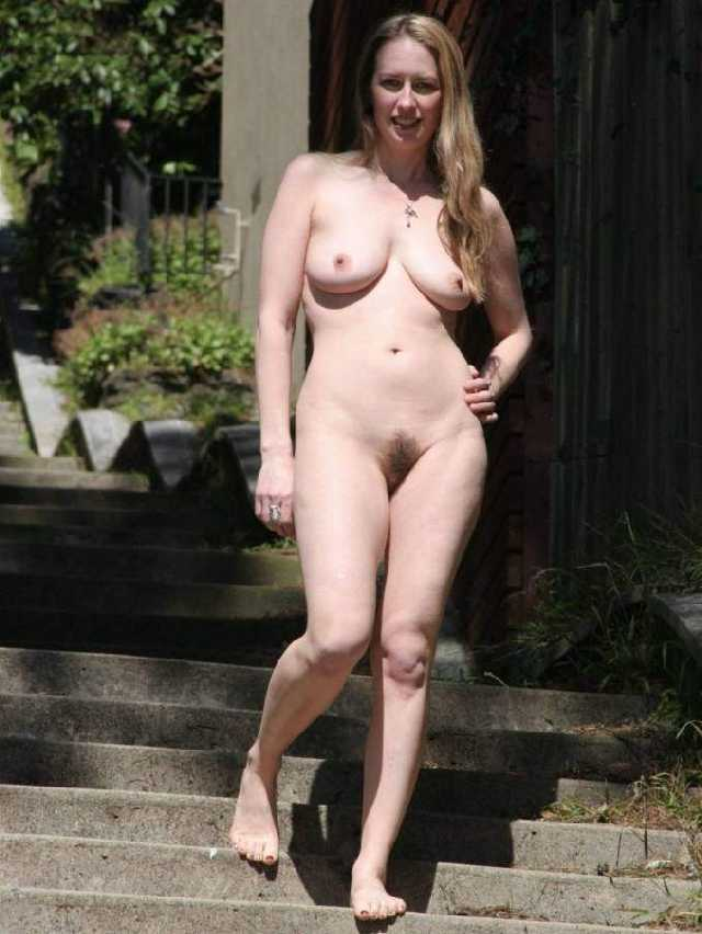 Images - Ordinary people posing nude