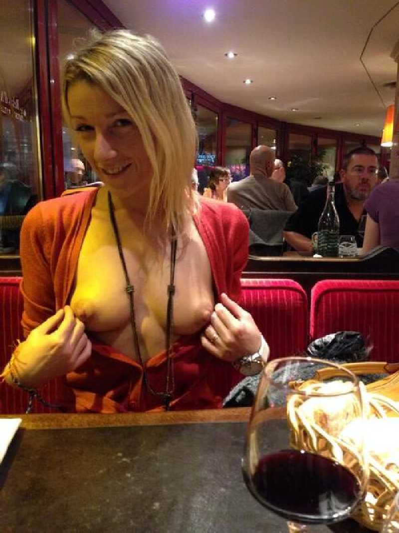 atlas-fuck-girls-flashing-in-restaurant