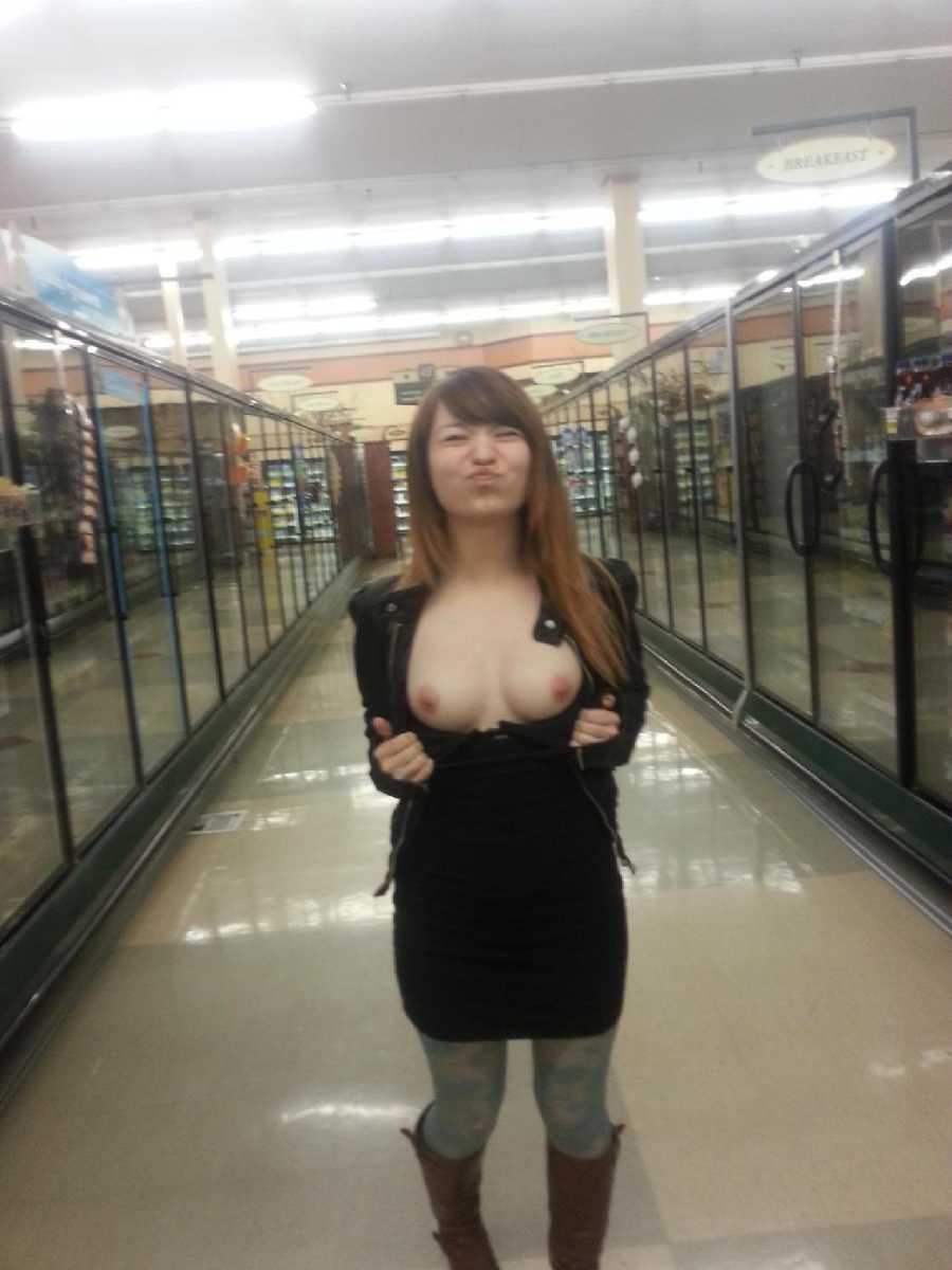girls flashing pictures - real girls naked