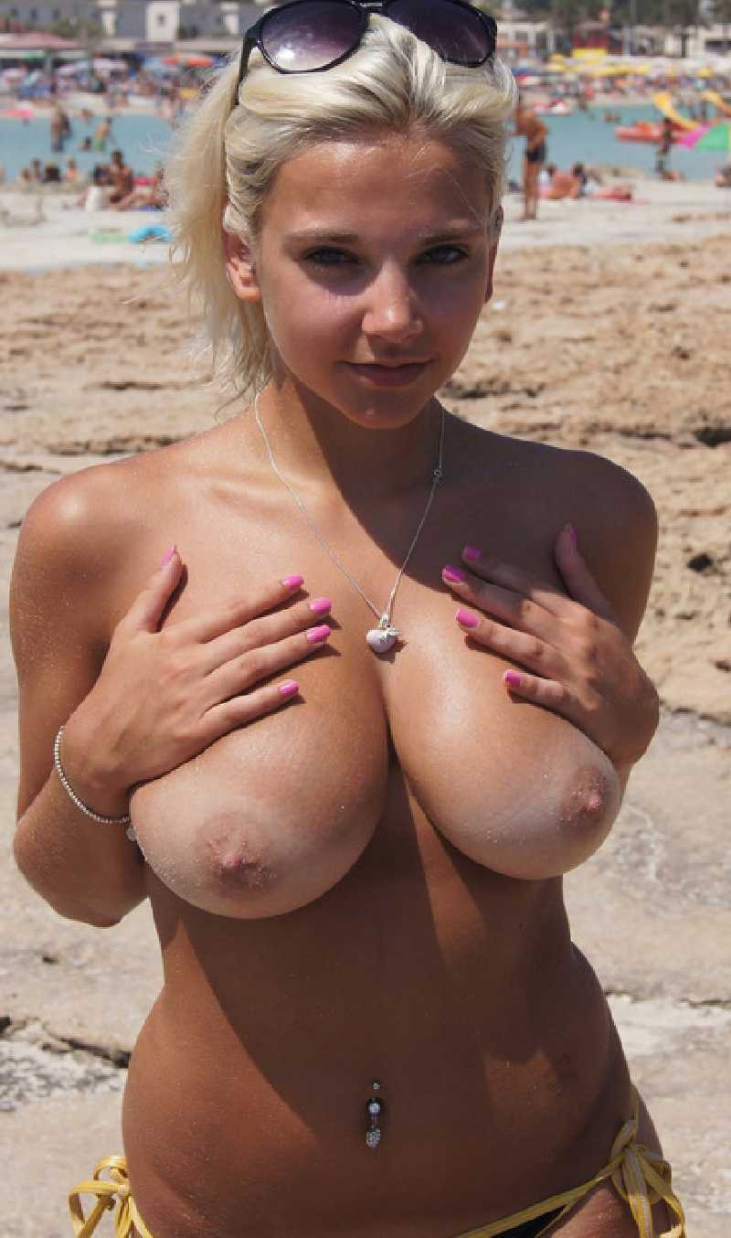Beach flash tits