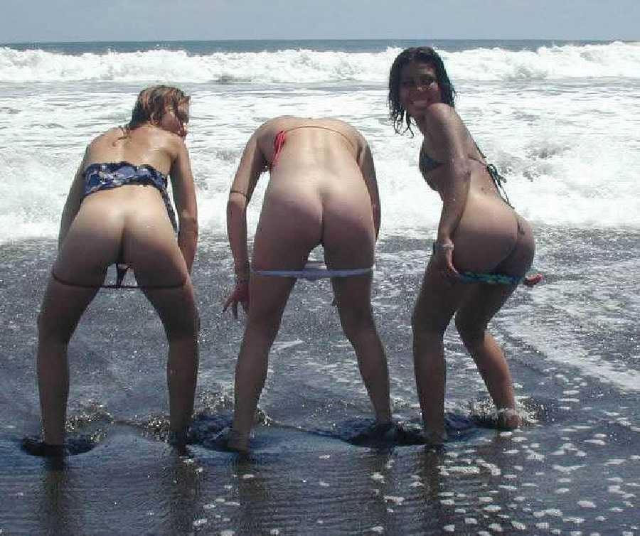 Girls Flashing Ass On Beach
