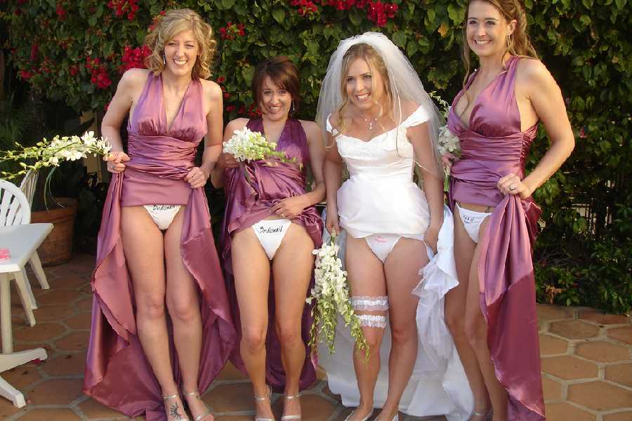 Public flashing videos - Flashing in public videos Girls flashing at wedding nude