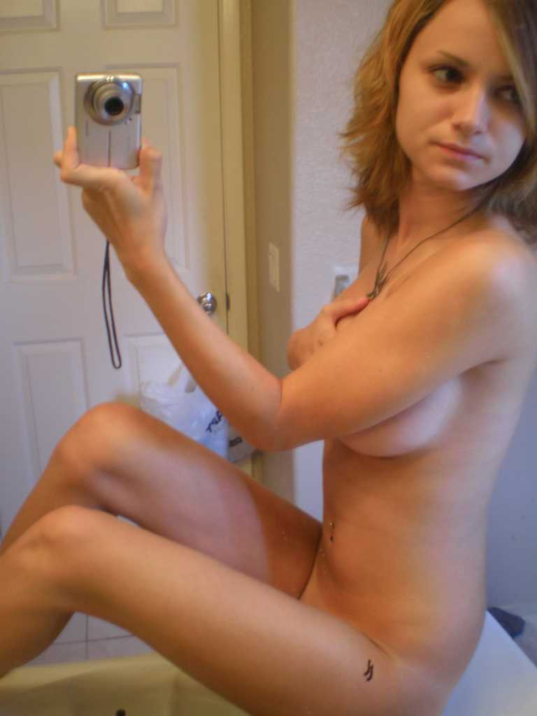 Woman takes her nude picture in mirror