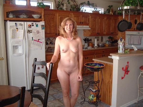 real moms and daughters posing nude together