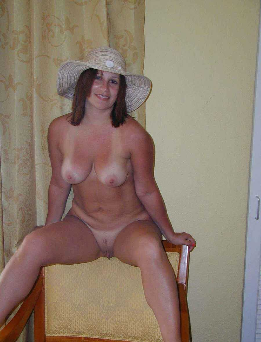 Submit naked mom