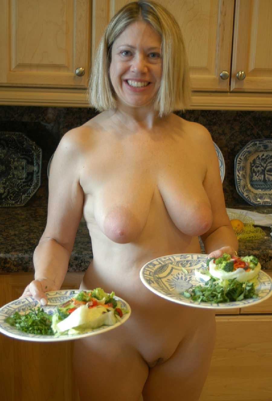 kitchen-girls-topless-sex-video-of-pamela-anderson