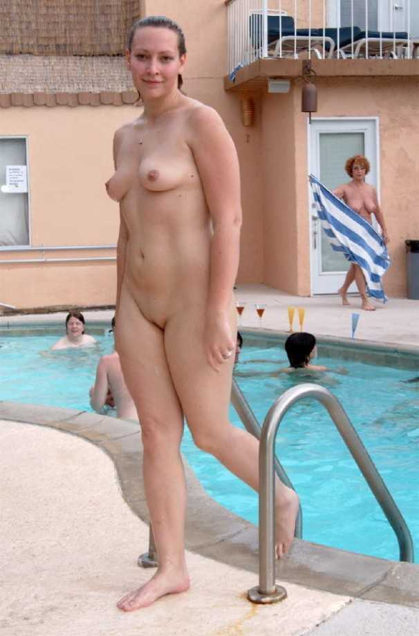 drunk-college-girls-swimming-team-nipples