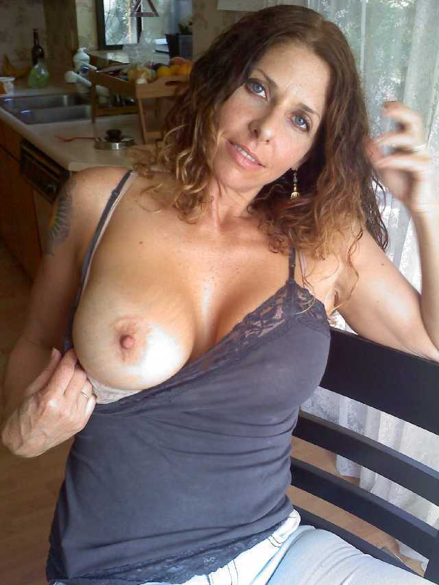 Nude sexy mum and her breast