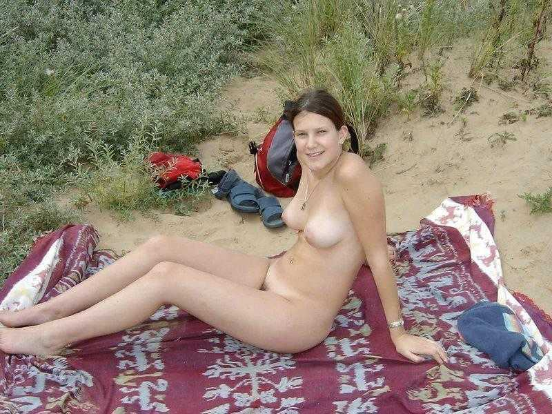 exbii-nude-girls-in-beach