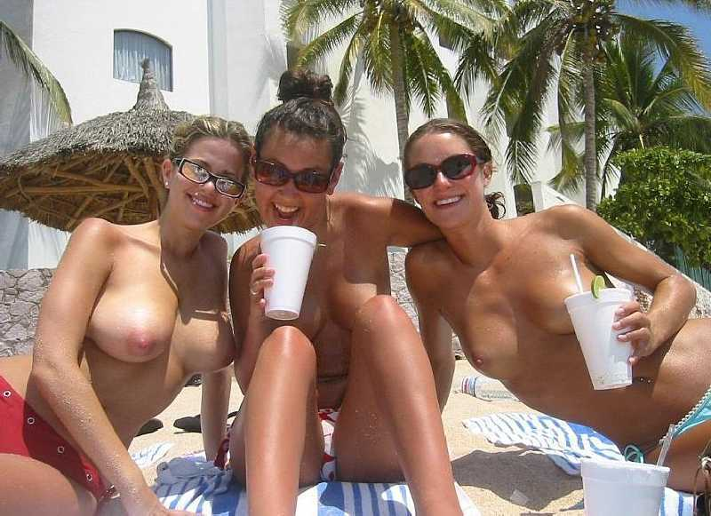 topless-beach-college-girl-photoos