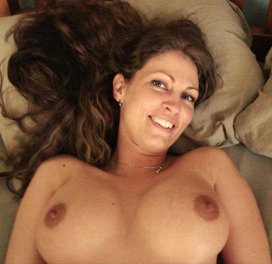 Hot Cougar Milfs And Sexy Naked Moms