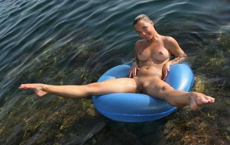 Woman nude swimmer