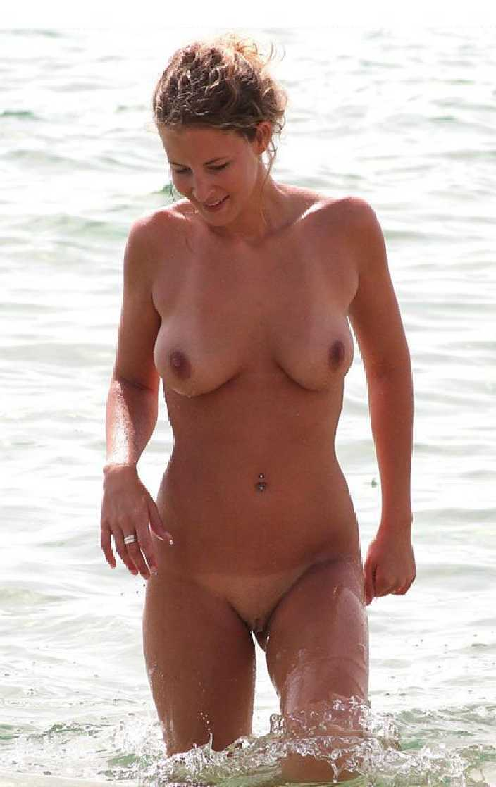Nude Amateur Women - Real Women and Their Home Photos