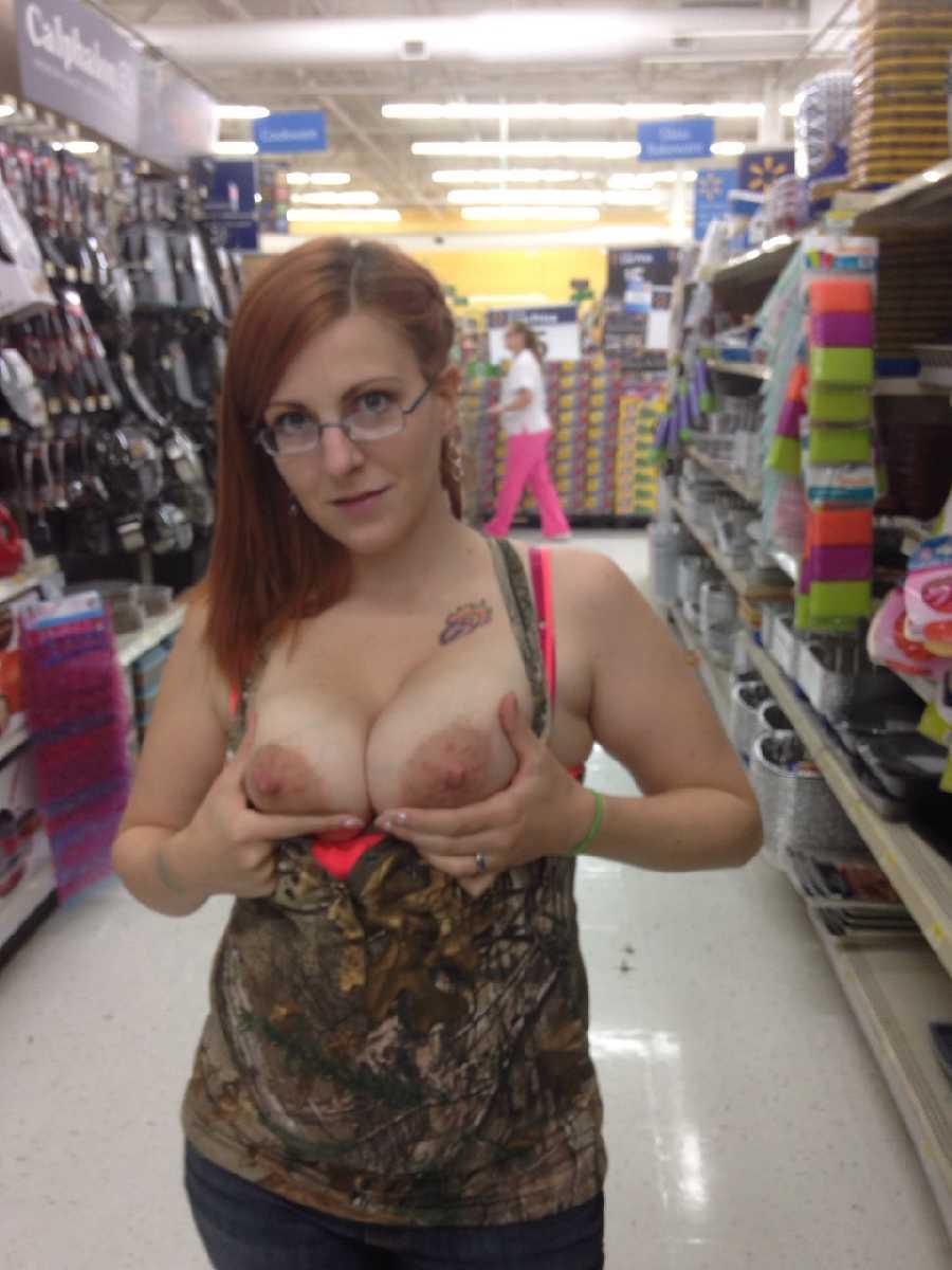 public-nudity-in-walmart