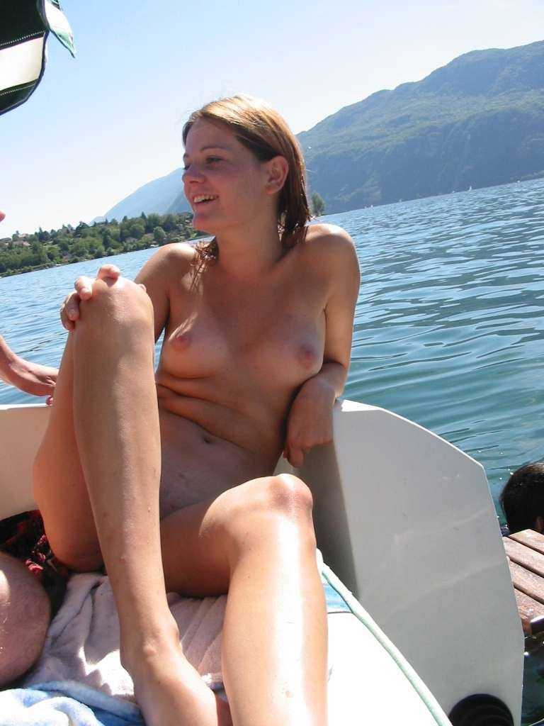 topless-woman-on-a-boat-bubble-butt-daisy-duke-pics