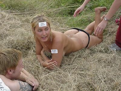 Verlegene nackte Mädcheneinweihung — foto 13