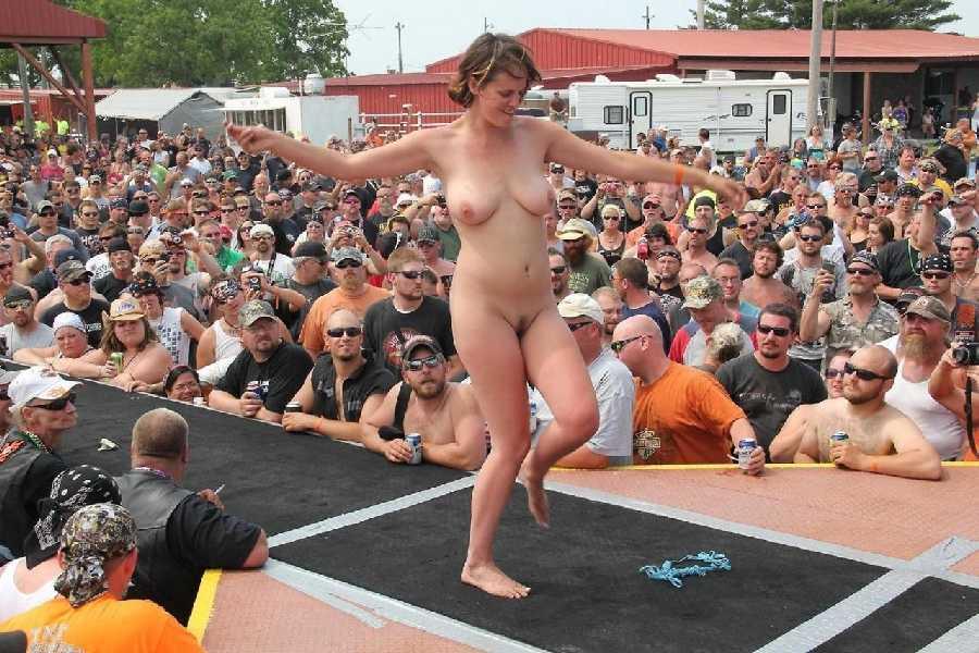 фото голые парады