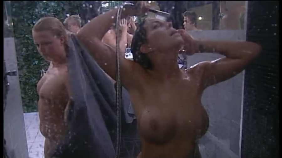 naked-girl-showers-in-public