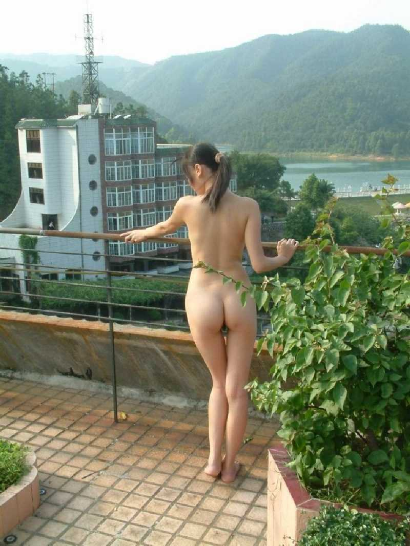 Butt naked in pubilc
