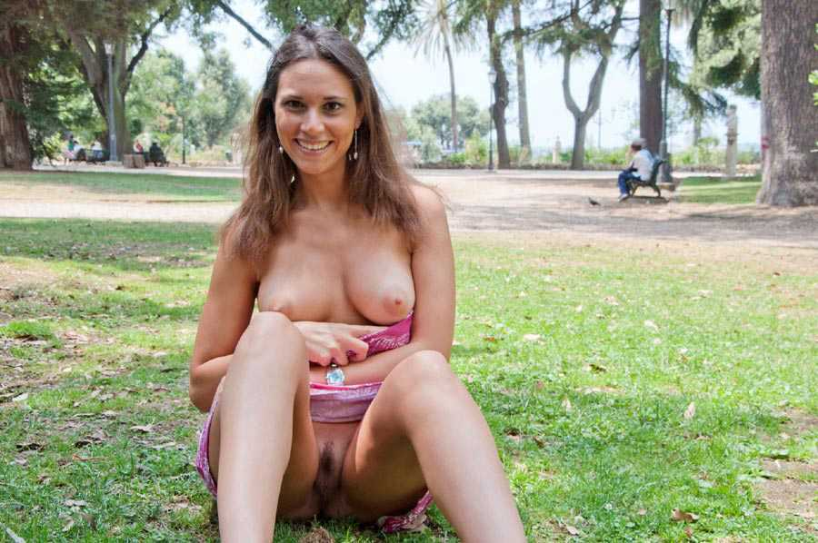 girls flashing their pussy in public
