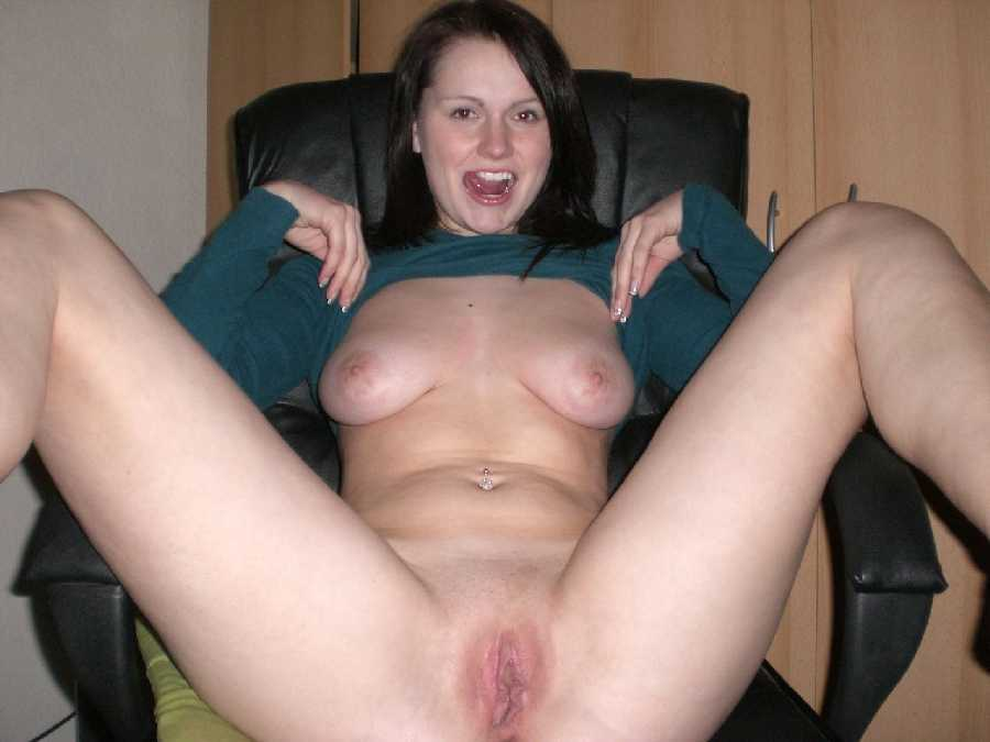 girls-showing-bare-vaginas